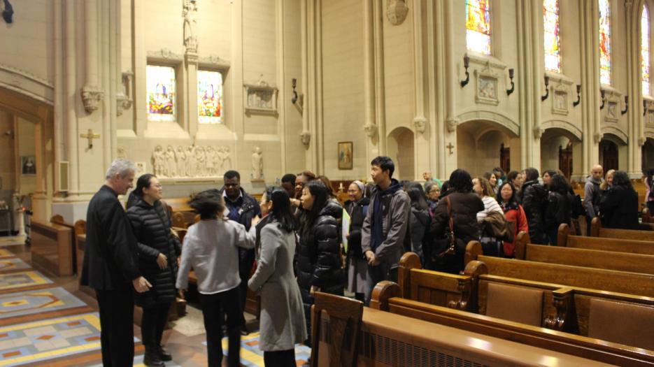 Most Rev. Lépine took the time to meet the people who wished to speak with him.